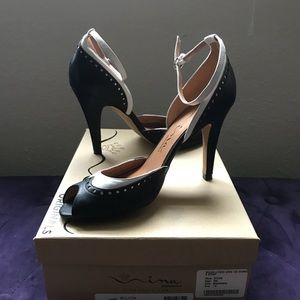 Nina leather pumps